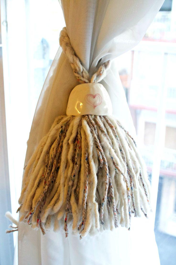 Borlas de lana de llama y oveja con detalle en cerámica pintada. Encontralas en www.quieronorte.com.ar