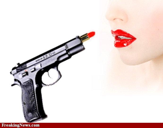 Resultat av Googles bildsökning efter http://www.freakingnews.com/pictures/33000/Lipstick-Gun--33073.jpg