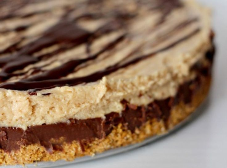 Reese's Fudge Pie.. I just might have to maybe make this asap!: Reeses Fudge, Food, Fudge Pie, Reese S Fudge, Sweet Tooth, Feet, Pie Recipes, Peanut Butter, Dessert