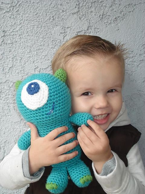 Thursday Handmade Love Week 65 Theme: Monsters Includes links to #free #crochet patterns