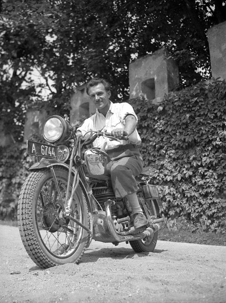 Der oesterreichische Motorradrennfahrer Josef Illichmann auf seiner Puch   Photo: Arthur Fenzlau tech. Museum Wien