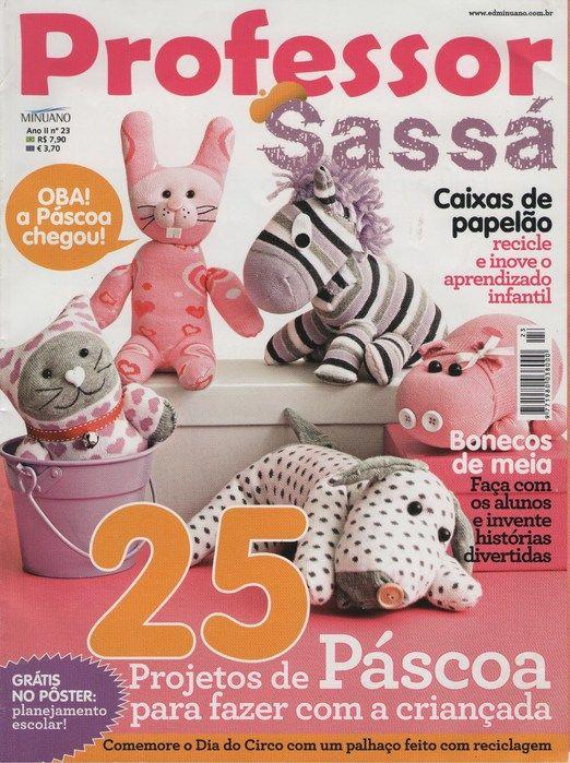 Revista con ideas para hacer en goma Eva, papel y muñecos con calcetines