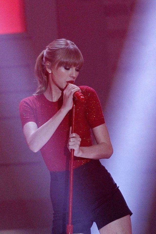 Taylor Swift - '40 Principales Awards' 2012 - Gala - Palacio de los Deportes - Madrid, Spain - January 24, 2012.