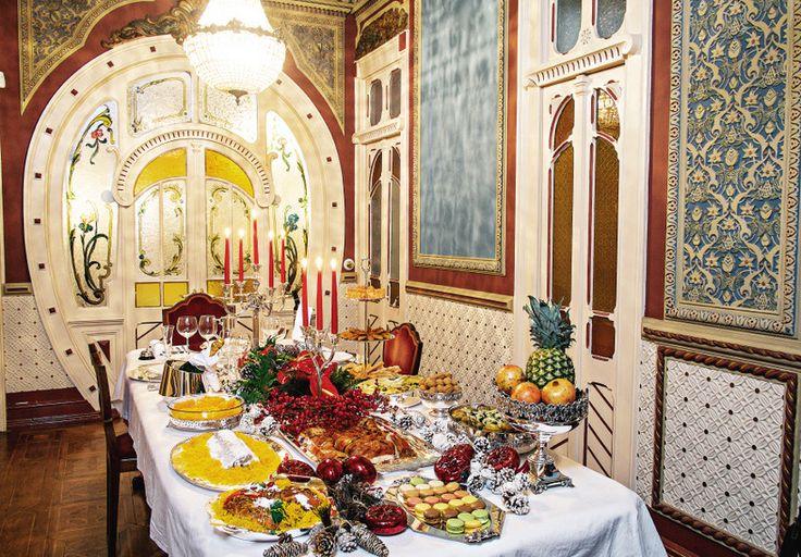 Numa das salas do Palacete Chafariz d'El Rey, o empresário criou para a CARAS uma mesa de Natal semelhante à que terá no seu restaurante, Sabores do Campo.