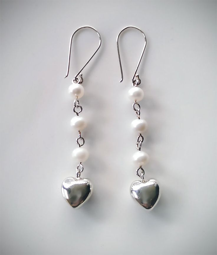 Par de Aretes de Plata .925 Diseño: Con perlas y Dije de Corazón