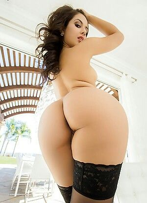 Sexy booty naked as hole, bent over henti
