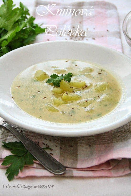 Kmínová polévka  1 litr vody 1 lžičku kmínu nebo 1/2 lžičky drceného kmínu a 1/2 lžičky kmínu celého 2 lžíce hladké mouky 2 lžíce másla 2 střední brambory sůl pažitka nebo petrželka Do hrnce dáme máslo, nakrájené brambory, kmín a krátce osmahneme. Přidáme mouku a opražíme až je mouka  jemně růžová, přilijeme vodu nebo vývar, osolíme a vaříme brambory do měkka. Dochutíme a přidáme bylinky. Můžeme podávat
