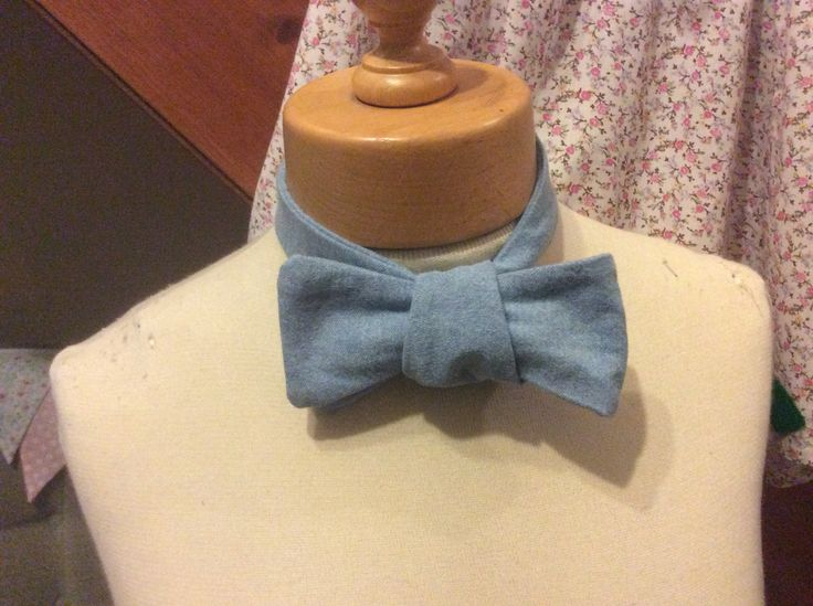 Here's the bow tie I made for my Secret Santa. Quick and easy to make for Christmas!