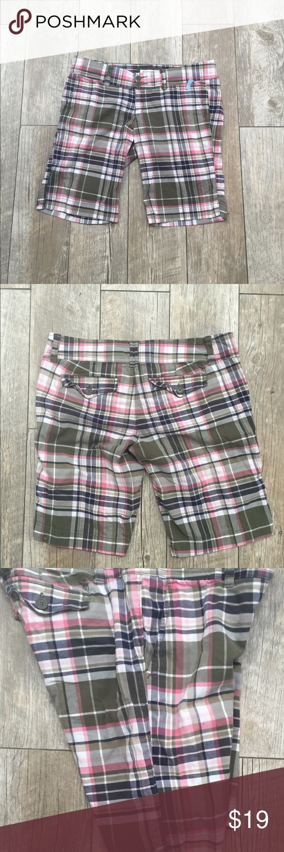 Abercrombie and Fitch Women's Shorts A & F Bermuda Short size 4. Classic plaid. Abercrombie & Fitch Shorts Bermudas