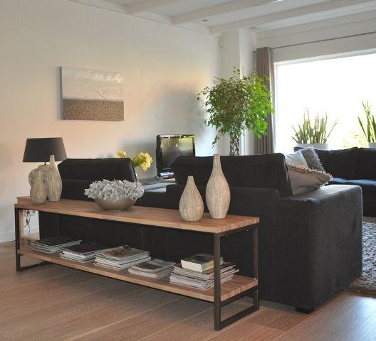 lage sidetable in eikenhout met stalen onderstel | Stylist en Interieurontwerper www.stijlidee.nl