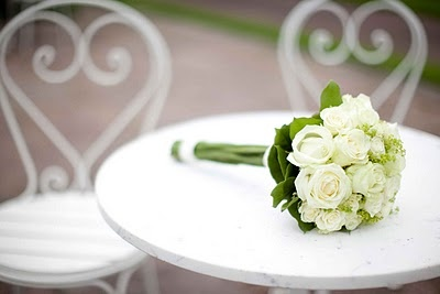 Bride´s bouquet of white roses