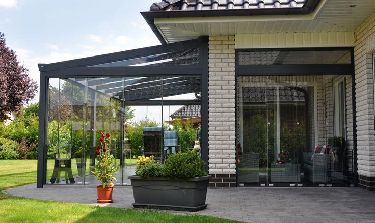 Veranda completa con laterali in vetro  scorrevoli, vetro di tetto e timpano