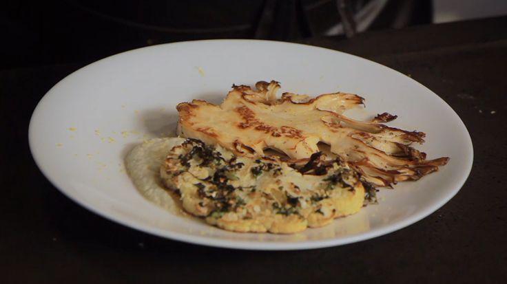 Het hoofdgerecht eikhaas met bloemkoolsteaks en venkelcreme komt uit het programma Koken met Van Boven. Lees hier het hele recept en maak zelf heerlijke eikhaas met bloemkoolsteaks en venkelcreme.