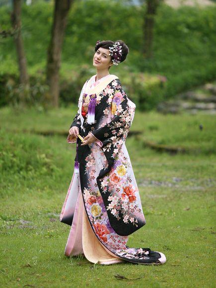白ピンク黒ぼかし 枝桜に花丸 ♡花嫁衣装 色打掛 黒の参考まとめ♡