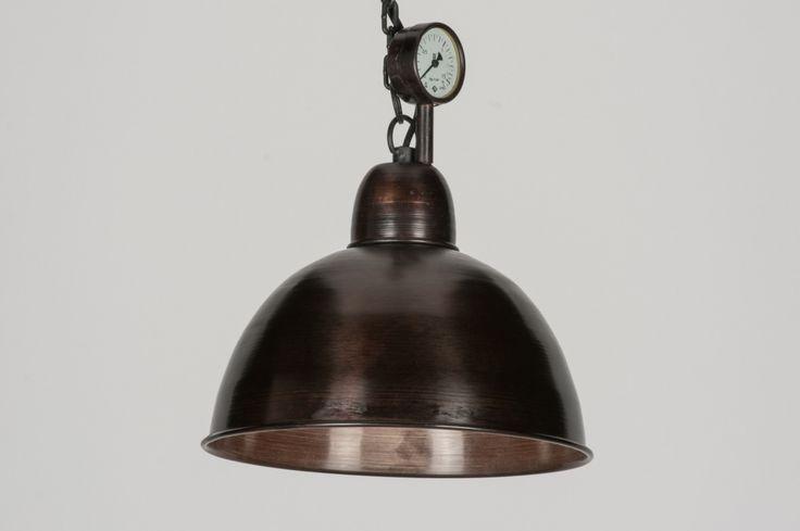 """Artikel 72187 Vintage stijl,uitvoering """"kopie antiek""""!   Industriële hanglamp in een """"kopie antiek"""" uitvoering!   Deze lamp heeft een antieke, roodbruine kleur in hoogglans(kastanje).   De drukmeter geeft de lamp een nostalgische, vintage uitstraling. Stoer maar toch met een warm en zeer sfeervol karakter!Deze lamp hangt bewust iets scheef waardoor het vintage gehalte in waarde stijgt. Rommelig en geleefd zijn steekwoorden die bij deze lamp zeker op z'n plaats zijn"""