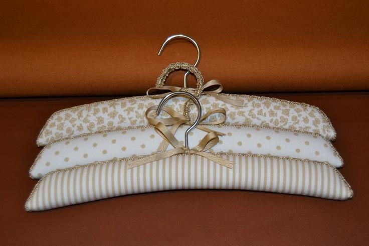 Decorated hangers http://missperchas.blogspot.com.es/2012_10_01_archive.html