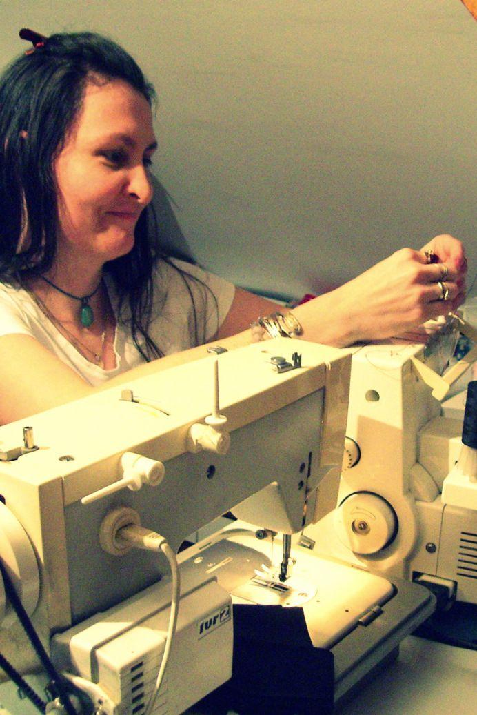 Inserting a interlock machine needle