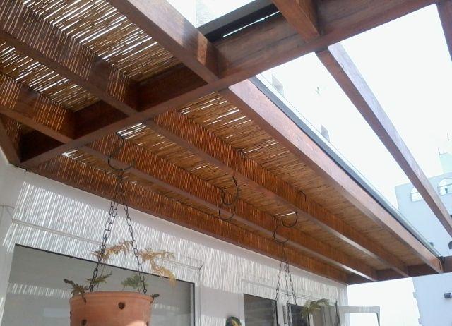 Cobertura de vidro com fechamento em bambu