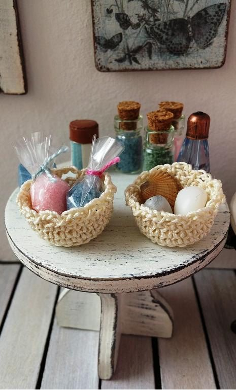 Dollhouse miniature bathroom baskets with bath by DewdropMinis