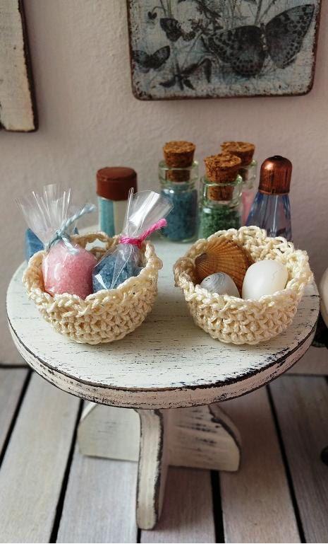 Dollhouse miniature bathroom baskets with bath by DewdropMinis
