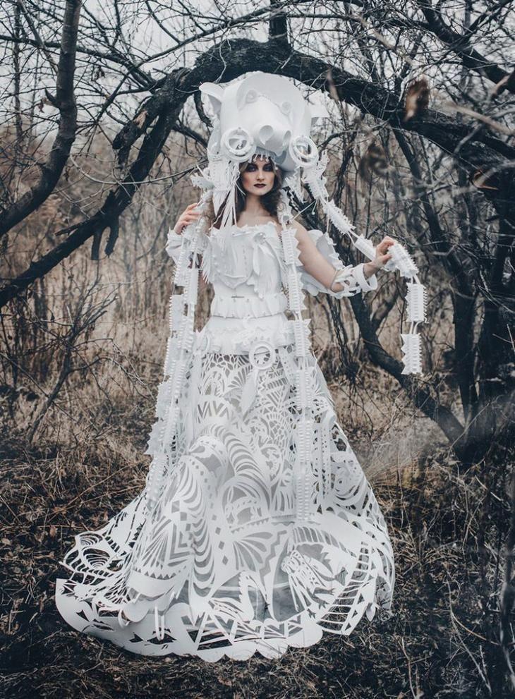 Костюм шамана. Российская художница создает потрясающие бумажные парики в стиле барокко