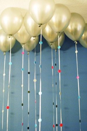 Sparkle balloon garland (cute idea for any party)