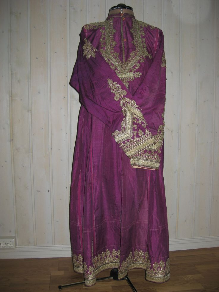 Woman's dress in silk and ottoman silver embroidery.