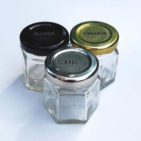 DIY magnetische Spice Rack beinhaltet: -:-24 kleine Sechseck magnetische Gläser für Kühlschrank -:-Leere Gläser füllen mit Gewürzen aus der Speisekammer -:-112 klar 1 Runde Etiketten der häufigste Gewürz-Namen -:-Interne lebensmittelecht Magnet GAP bleiben Gewürze und Magneten getrennt Nehmen Sie 10 % Rabatt auf Ihre erste Bestellung mit unserem Gutschein-Code finden Sie hier: http://eepurl.com/0J8yD **************************************** Gewürze aus Reichweite heraus? Unsere...