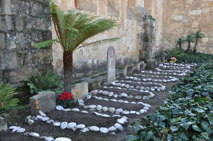 Graveyard at Mission San Carlos Borromeo de Carmelo, California (4288x2848) [OC]
