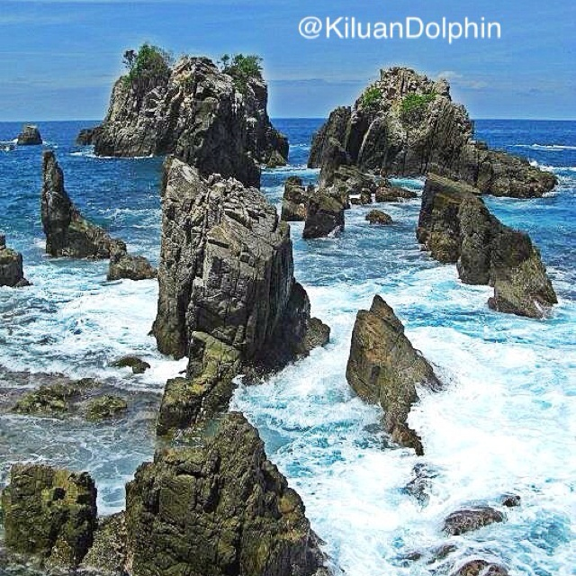 Karang Pegadung is 1 hr plus from Kiluan Bay @KiluanDolphin   It famous and loved by artist and photographer. Some said beat Phi Phi Island Thailand