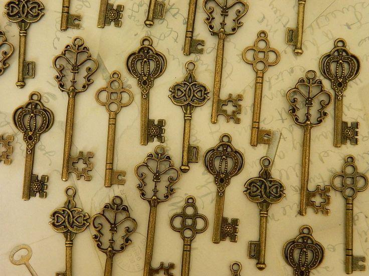 24 Alice in Wonderland skeleton keys by GlowberryCreations on Etsy, $13.99
