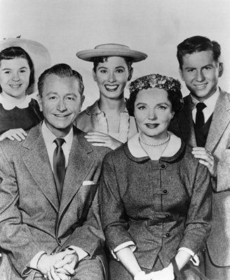"""Father Knows Best"" Lauren Chapin, Jane Wyatt, Robert Young, Elinor Donahue, Billy Gray circa 1955"