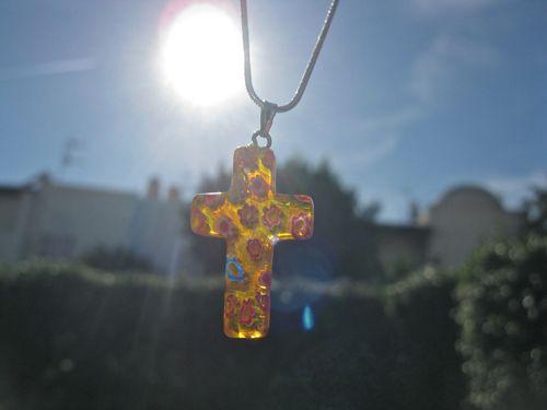 Cross pendant in glass