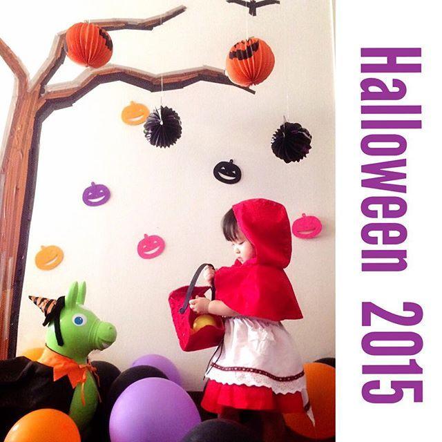 Instagram media lily__2015__ - Halloween用に壁面飾りました♡ * 木をなんとしてでもリアルに 近づけたい!と何故か思い、 時間と労力を使った割に.... 木のウォールステッカーを使えば良かったー と後から気づいた。 ....これはこれで良いかな♪ 娘も飾りつけにテンション上がって 楽しそうでした♡ * 週末は娘のスクールで ハロウィンイベントがありそちらも 楽しみです♡  2015/10/29  #Halloween#kidsfashion#girl#Halloweendecoration#happy#ハロウィン#ハロウィン仮装#赤ずきんちゃん#RODY#ロディ#親バカ部#壁#壁面#1歳#1歳6ヶ月#1歳半#ママライフ