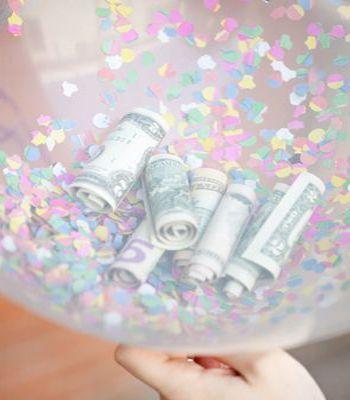 Geld geven, geld geven kan al snel heel saai zijn. Je stopt wat geld in een envelop en dat geef je. Geld geven kan ook op een creatieve manier! Kijk mee!