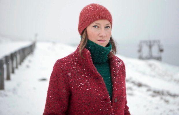 Ilona Wiśniewska: Zapiski z Arktyki  Dopadł ją wirus polarny. A podobno jeśli raz dopadnie, to wróci. Najpierw były wyjazdy do Estonii, potem do Finlandii i Norwegii. Pięć lat temu pojechała na 12 dni na Spitsbergen na wakacje, bo oglądając sobie świat przez kamerkę internetową (w chwilach nudy w pracy fotoedytorskiej), odkryła arktyczne miasteczko Longyearbyen i postanowiła sprawdzić, jakie ono jest naprawdę. - Musiałam tam pojechać, ale nie wiedziałam, dlaczego akurat tam - mówi