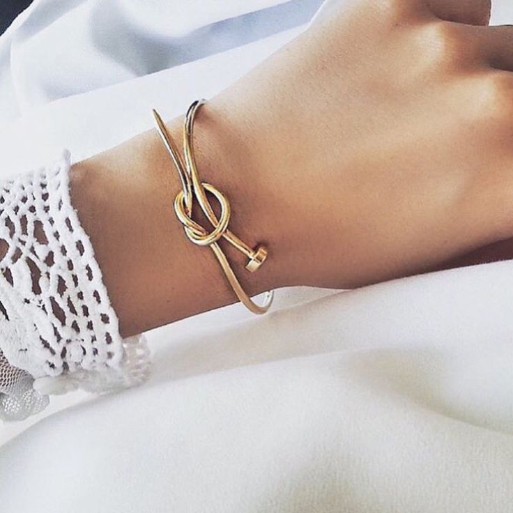 Nail Knot Bangle Gold
