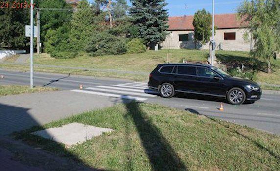 Kluk šel do školy, na přechodu ho srazilo auto: S těžkým zraněním ho převážel vrtulník