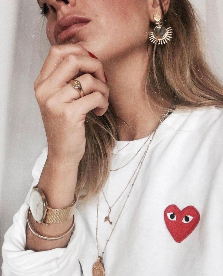 Comme De Garçons|Red heart Play Sweatshirt//pinterest: juliabarefoot http://www.instagram.com/markjfitzgerald http://markfitzgerald.com.au Good Inspiration :)