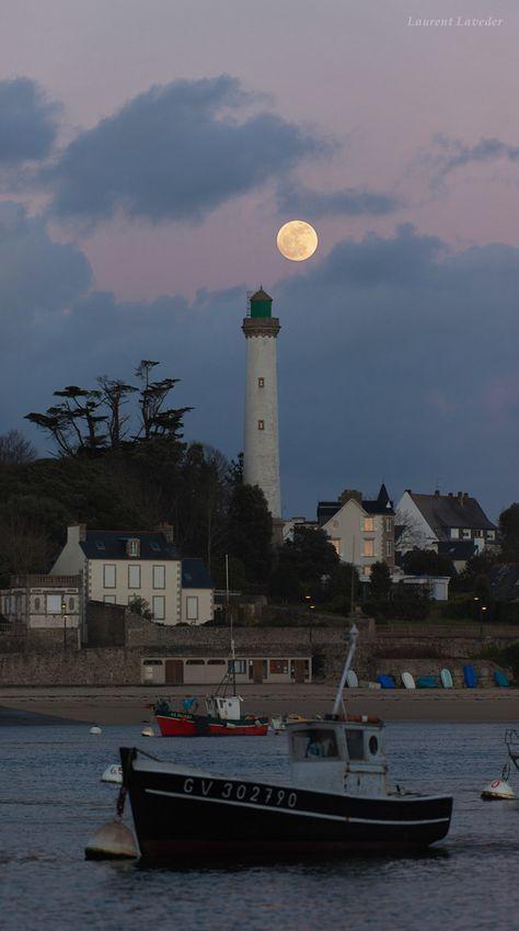 #Lighthouse - Coucher de soleil à Bénodet * Kuzh heol e Benoded http://dennisharper.lnf.com/