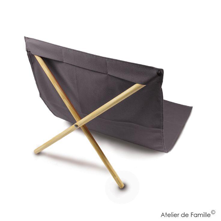 C'est l'accessoire indispensable de votre été!  Ce transat léger et malin vous permettra enfin de lire en regardant la mer ou en surveillant vos petits qui jouent au bord de l'eau. Décliné dans plusieurs coloris, il se compose d'une jolie toile de transat (140cmx70cm) lavable en machine à 30° (67% coton, 33% polyester) et d'un X en pin à planter dans le sable pour pouvoir vous installer bien confortablement.