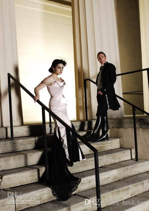 Abito bianco e nero matrimonio gotico
