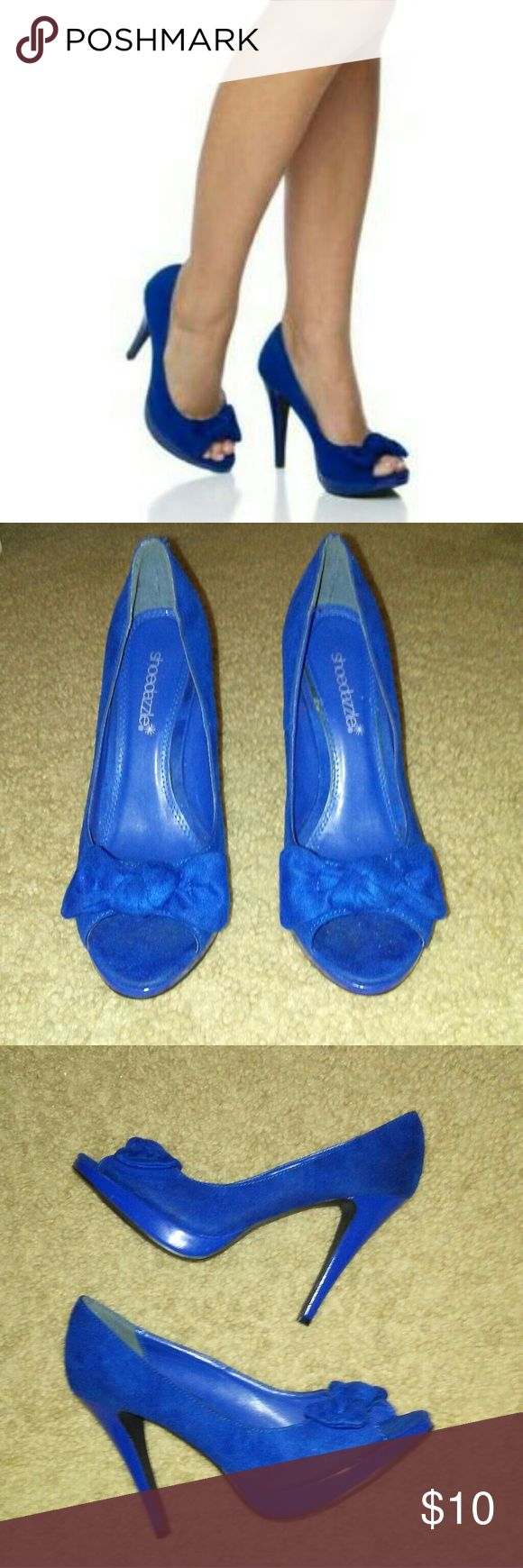 """🔹Shoe Dazzle """"Moxie"""" heels🔹 Beautiful blue peep toe heels with cute bow accent🔹 They're in good condition and still have plenty of life left in them. Shoe Dazzle Shoes Heels"""