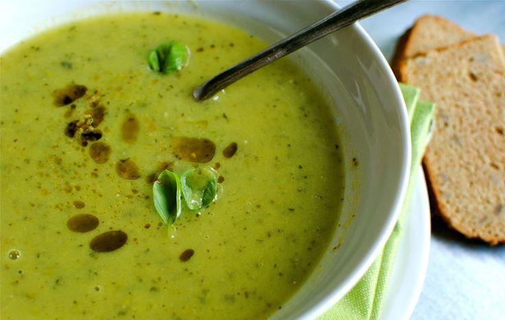"""<p class=""""aantalpersonen"""">6 personen</p> <p class=""""bereidingstijd"""">30 minuten</p>  <p style=""""font-style:italic;"""">Ik hou enorm van soep en deze Courgette Pesto Soep is zeker één v..."""