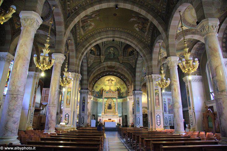 To chiesa santa rita da cascia interni torino pinterest for Basilica di santa rita da cascia