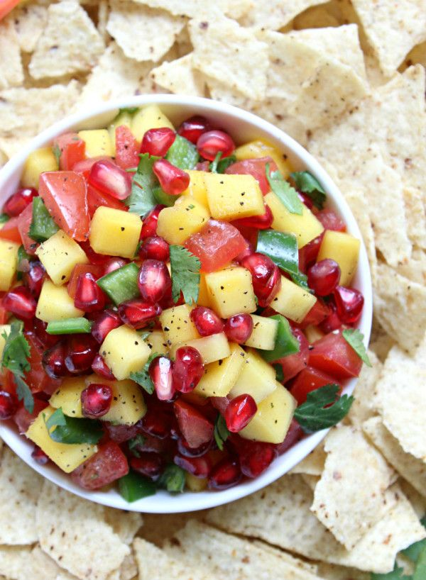 Ridiculously Easy Pomegranate Mango Salsa!! ready in 20 minutes or less, you're going to love this spicy, sweet, and super citrusy salsa! a new favorite, it's #vegan, #vegetarian, and delicious :)