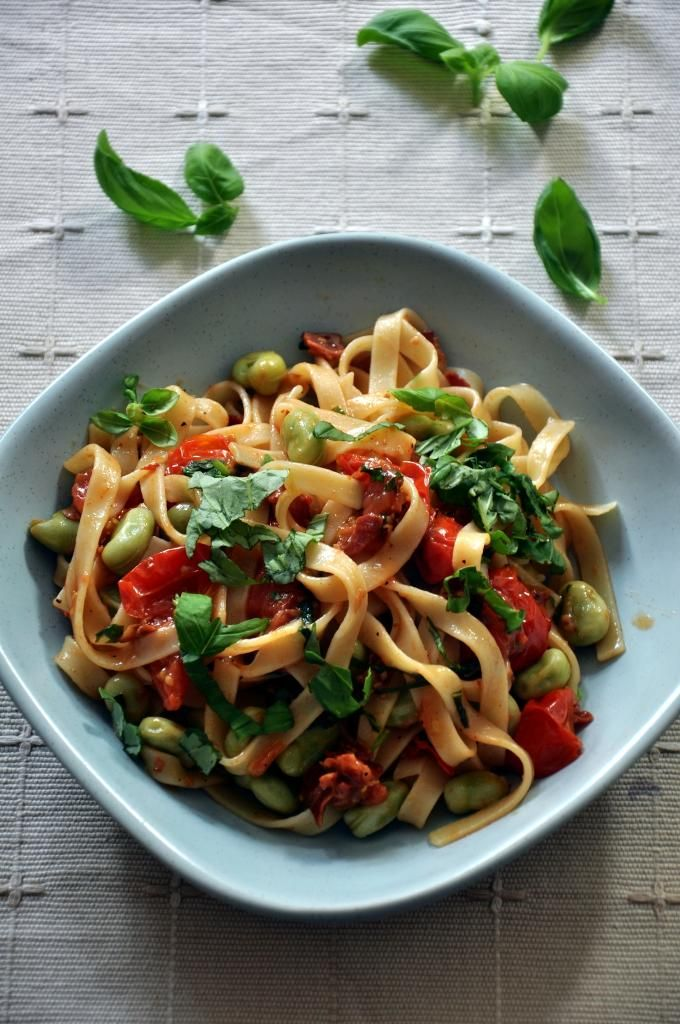 Tagliatelle with pancetta, broad beans and tomatoes