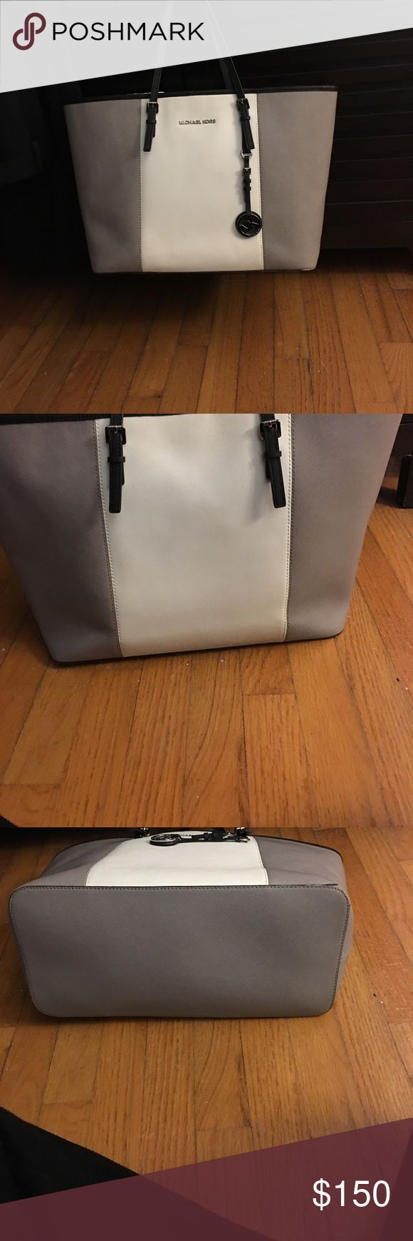 Michael Kors Jetset Tote Gorgeous gorgeous purse!! I always got compliments when I wore it! It's in excellent condition except the one spot on the bottom no sign of wear except for that. Make me an offer 😉🙃 Michael Kors Bags Totes