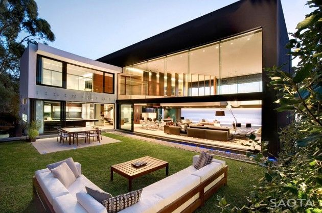 Stefan Antoni Olmesdahl Truen Architects and OKHA Interiors designed the Nettleton 199 house in Cape Town, South Africa. #sothebysliving