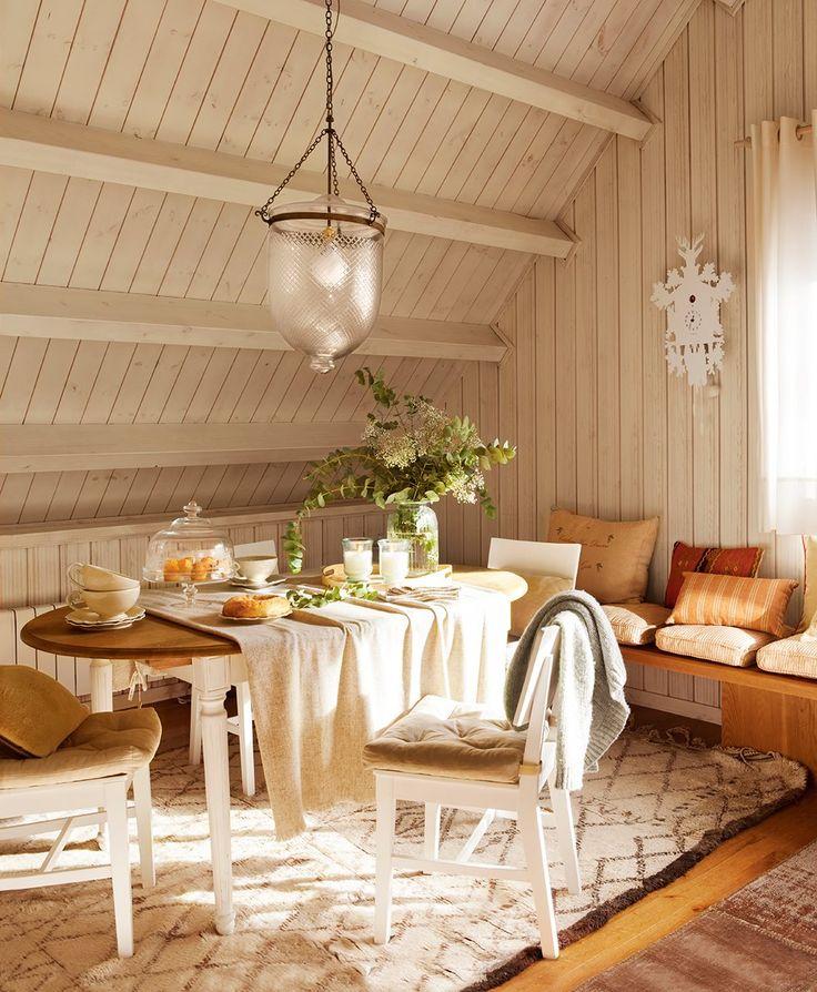 techo pintado de blanco para aligerar el espacio.Un refugio en el desván · ElMueble.com · Casas
